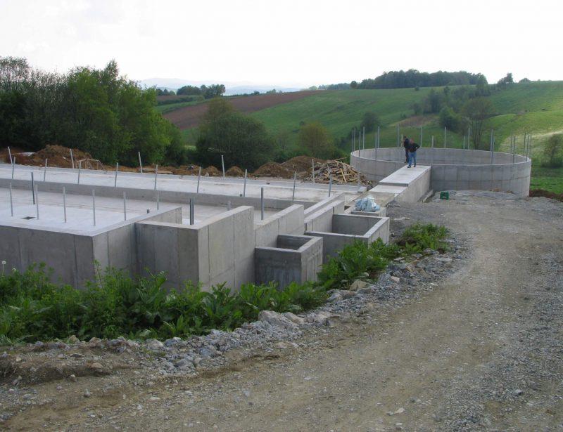 AB temelji staje za muzne krave i AB spremnik gnoja